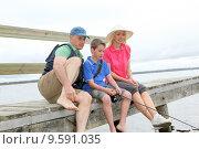 Купить «Family sitting on a pontoon with kid fishing», фото № 9591035, снято 19 января 2019 г. (c) PantherMedia / Фотобанк Лори