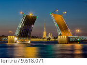 Развод Дворцового моста в Санкт-Петербурге, фото № 9618071, снято 19 июля 2014 г. (c) Соболев Игорь / Фотобанк Лори