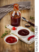 Купить «Bowls of tomato and bbq sauce on wooden table.», фото № 9716867, снято 2 июля 2015 г. (c) Tatjana Baibakova / Фотобанк Лори