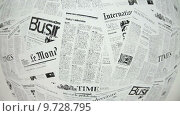 Купить «Наклеенные на стену новостные газеты на иностранных языках», видеоролик № 9728795, снято 21 июня 2015 г. (c) Кекяляйнен Андрей / Фотобанк Лори