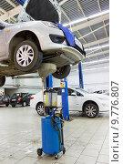Купить «Замена масла у автомобиля в автосервисе», фото № 9776807, снято 1 июля 2015 г. (c) Евгений Ткачёв / Фотобанк Лори