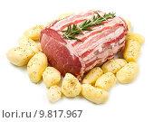 Купить «fresh roast of veal with rosemary and  potatoes», фото № 9817967, снято 24 февраля 2019 г. (c) PantherMedia / Фотобанк Лори
