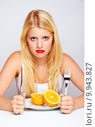 Купить «woman portrait girl fruit orange», фото № 9943827, снято 22 июля 2019 г. (c) PantherMedia / Фотобанк Лори