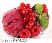 Купить «ice cream and berries», фото № 9944227, снято 23 февраля 2019 г. (c) PantherMedia / Фотобанк Лори