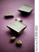 Купить «Chocolate with coffee beans», фото № 9990003, снято 17 августа 2018 г. (c) PantherMedia / Фотобанк Лори