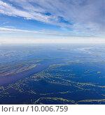 Купить «Great river during spring flood, top view», фото № 10006759, снято 20 июня 2015 г. (c) Владимир Мельников / Фотобанк Лори