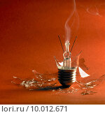 Купить «smoke bulb smoking lightbulb smokes», фото № 10012671, снято 4 июля 2019 г. (c) PantherMedia / Фотобанк Лори