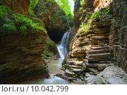 Купить «Водопад «Сердце Руфабго», общий вид», фото № 10042799, снято 12 августа 2015 г. (c) Игорь Дашко / Фотобанк Лори