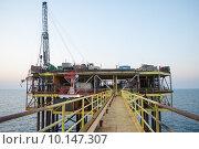 Добывающая морская платформа в Черном Море. Стоковое фото, фотограф Марат Омарханов / Фотобанк Лори