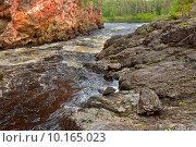 Купить «Река Oulankajoki с порогами в Национальном парке Оуланка, Финляндия, Лапландия», фото № 10165023, снято 8 июля 2015 г. (c) Валерия Попова / Фотобанк Лори