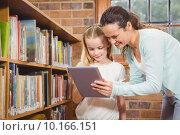 Купить «Teacher helping a student use a tablet», фото № 10166151, снято 7 июля 2015 г. (c) Wavebreak Media / Фотобанк Лори
