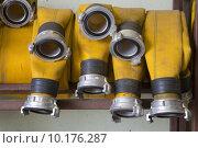 Купить «Zoomed yellow firehose are hanging in warehouse», фото № 10176287, снято 24 августа 2019 г. (c) PantherMedia / Фотобанк Лори