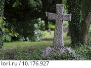 Купить «Stone Cross in Graveyard», фото № 10176927, снято 21 мая 2019 г. (c) PantherMedia / Фотобанк Лори