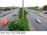 Купить «Traffic with motion blur (long exposure shot). », фото № 10178303, снято 16 июня 2019 г. (c) PantherMedia / Фотобанк Лори