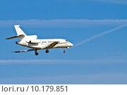 Купить «Landing Aircraft / Private Jet», фото № 10179851, снято 16 октября 2018 г. (c) PantherMedia / Фотобанк Лори
