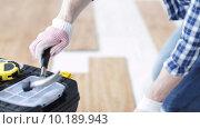 Купить «close up of man installing wood flooring», видеоролик № 10189943, снято 28 марта 2015 г. (c) Syda Productions / Фотобанк Лори