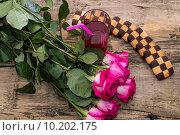 Купить «Розовые розы, стакан с компотом и печенье», фото № 10202175, снято 7 июня 2015 г. (c) Serghei Poberejniuc / Фотобанк Лори