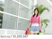 Купить «Asian young shopper walking out from shopping mall», фото № 10205047, снято 18 июня 2019 г. (c) PantherMedia / Фотобанк Лори