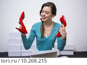 Купить «Happy brunette holding up red shoes», фото № 10268215, снято 25 февраля 2015 г. (c) Wavebreak Media / Фотобанк Лори