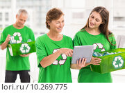 Eco-minded women with tablet and recycling box. Стоковое фото, агентство Wavebreak Media / Фотобанк Лори