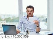 Купить «businessman showing blank paper card at office», фото № 10300959, снято 18 июня 2015 г. (c) Syda Productions / Фотобанк Лори