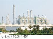Купить «Refinery plant with Power generator», фото № 10344451, снято 16 октября 2018 г. (c) PantherMedia / Фотобанк Лори