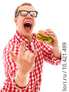 Купить «Funny man in glasses eating hamburger», фото № 10421499, снято 16 августа 2018 г. (c) PantherMedia / Фотобанк Лори