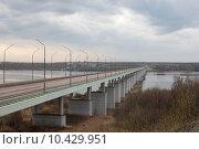 Купить «Кинешма, длинный автомобильный мост через Волгу в Заволжск», эксклюзивное фото № 10429951, снято 3 мая 2015 г. (c) Дмитрий Неумоин / Фотобанк Лори