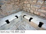 Купить «Древний туалет. Эфес. Турция», фото № 10491323, снято 18 ноября 2018 г. (c) Уфимцева Екатерина / Фотобанк Лори