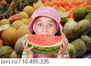 Купить «Adorable girl eating watermelon», фото № 10495335, снято 19 июля 2018 г. (c) PantherMedia / Фотобанк Лори