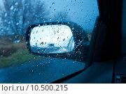 Купить «Driving in the rain, sideview mirror», фото № 10500215, снято 13 декабря 2018 г. (c) PantherMedia / Фотобанк Лори