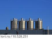 Купить «Fabrik und blauer Himmel», фото № 10528251, снято 19 октября 2019 г. (c) PantherMedia / Фотобанк Лори