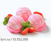 Купить «Frozen strawberry yogurt ice cream», фото № 10552095, снято 18 июля 2019 г. (c) PantherMedia / Фотобанк Лори