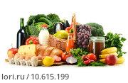 Купить «Grocery products including vegetables, fruits, dairy and drinks», фото № 10615199, снято 18 января 2019 г. (c) PantherMedia / Фотобанк Лори