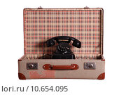 Купить «old suitcase with aged phone», фото № 10654095, снято 16 февраля 2019 г. (c) PantherMedia / Фотобанк Лори