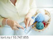 Купить «Hands of elderly woman knitting woolen clothes», фото № 10747855, снято 21 сентября 2019 г. (c) PantherMedia / Фотобанк Лори