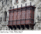 Купить «Archbishop's Palace balcony in Plaza de Armas, Lima, Peru», фото № 10755927, снято 26 апреля 2018 г. (c) PantherMedia / Фотобанк Лори