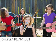 Купить «chidren singer girl singing playing live band in backyard», фото № 10761351, снято 25 апреля 2019 г. (c) PantherMedia / Фотобанк Лори