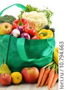 Купить «Green shopping bag with grocery products on white background», фото № 10794663, снято 1 апреля 2020 г. (c) PantherMedia / Фотобанк Лори