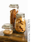 Купить «Chocolate and Lavender Cookies and Crushed Hazelnuts in a Jar», фото № 10823711, снято 5 августа 2020 г. (c) PantherMedia / Фотобанк Лори