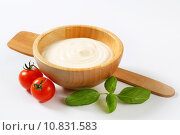 Купить «Creamy sauce in wooden bowl», фото № 10831583, снято 18 июля 2019 г. (c) PantherMedia / Фотобанк Лори