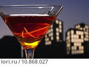Купить «Metropolis Manhattan cocktail in city skyline setting», фото № 10868027, снято 16 октября 2019 г. (c) PantherMedia / Фотобанк Лори
