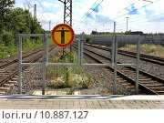 Купить «man danger illegal signposts prohibited», фото № 10887127, снято 21 марта 2019 г. (c) PantherMedia / Фотобанк Лори
