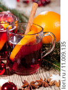 Купить «hot aromatic hot wine punch with oranges and cinnamon», фото № 11009135, снято 18 октября 2019 г. (c) PantherMedia / Фотобанк Лори
