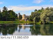 Купить «The pond and palace in Gatchina garden.», фото № 11060659, снято 22 октября 2018 г. (c) PantherMedia / Фотобанк Лори