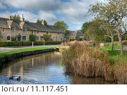 Купить «Row of Cotswold cottages on the River Eye, Lower Slaughter, Gloucestershire, England.», фото № 11117451, снято 17 октября 2018 г. (c) PantherMedia / Фотобанк Лори