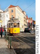 Купить «Старый желтый трамвай номер 12 на улицах Лиссабона», фото № 11210771, снято 28 декабря 2013 г. (c) Татьяна Кахилл / Фотобанк Лори