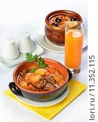 Купить «Still life of setout table with soup and meat in ceramic pots and juice.», фото № 11352115, снято 20 сентября 2019 г. (c) PantherMedia / Фотобанк Лори
