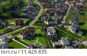 Купить «Коттеджный поселок с высоты», фото № 11429835, снято 17 сентября 2014 г. (c) Данила Михин / Фотобанк Лори