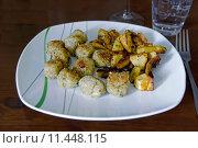 Купить «quinoabällchen with fried potatoes», фото № 11448115, снято 20 июня 2019 г. (c) PantherMedia / Фотобанк Лори
